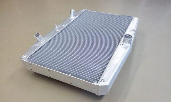 Radiateur Jaguar E-type met ventilatoren !!-309