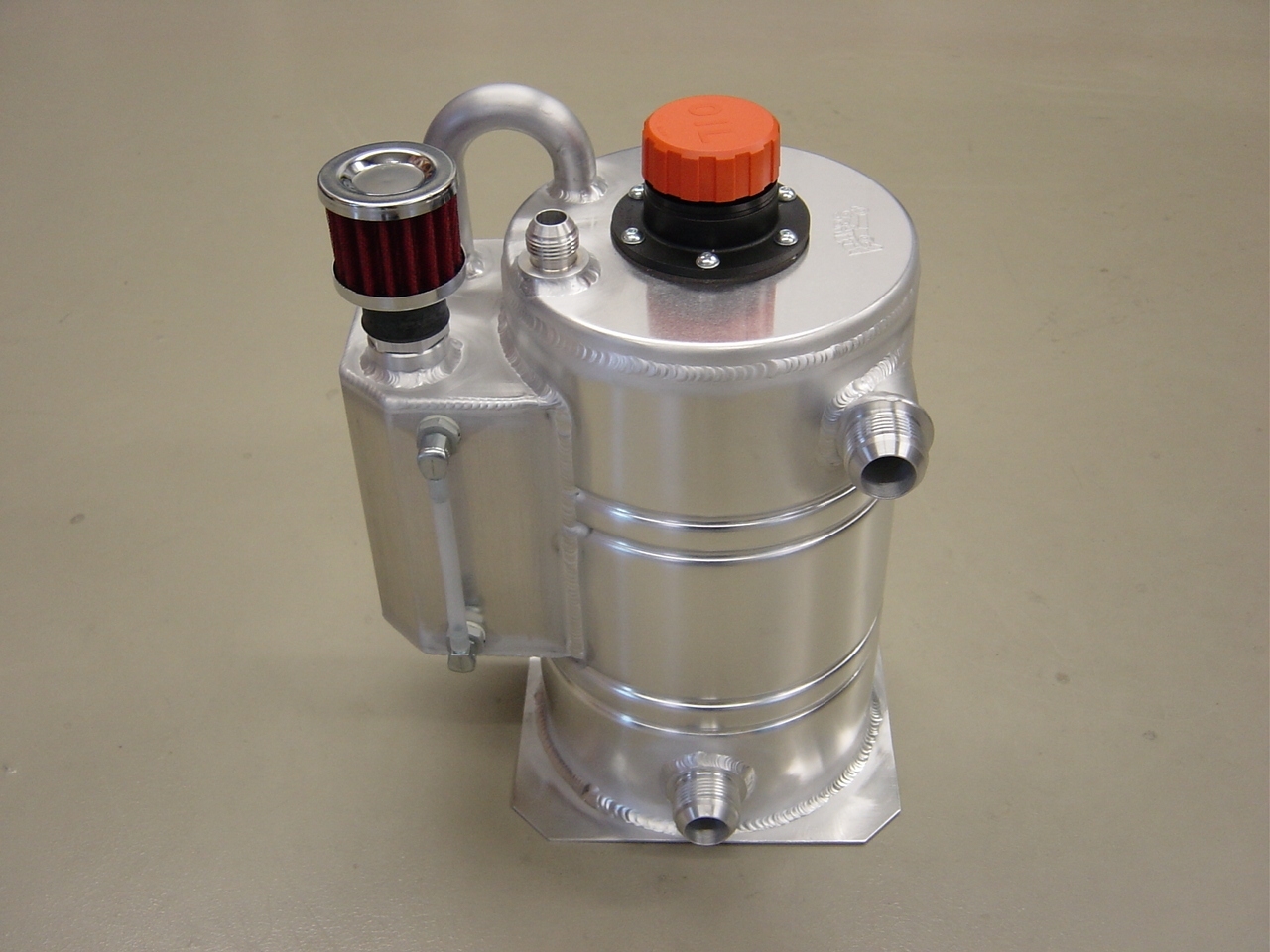 Dry-sump tank 8 liter speciaal - R - Dash 12-0