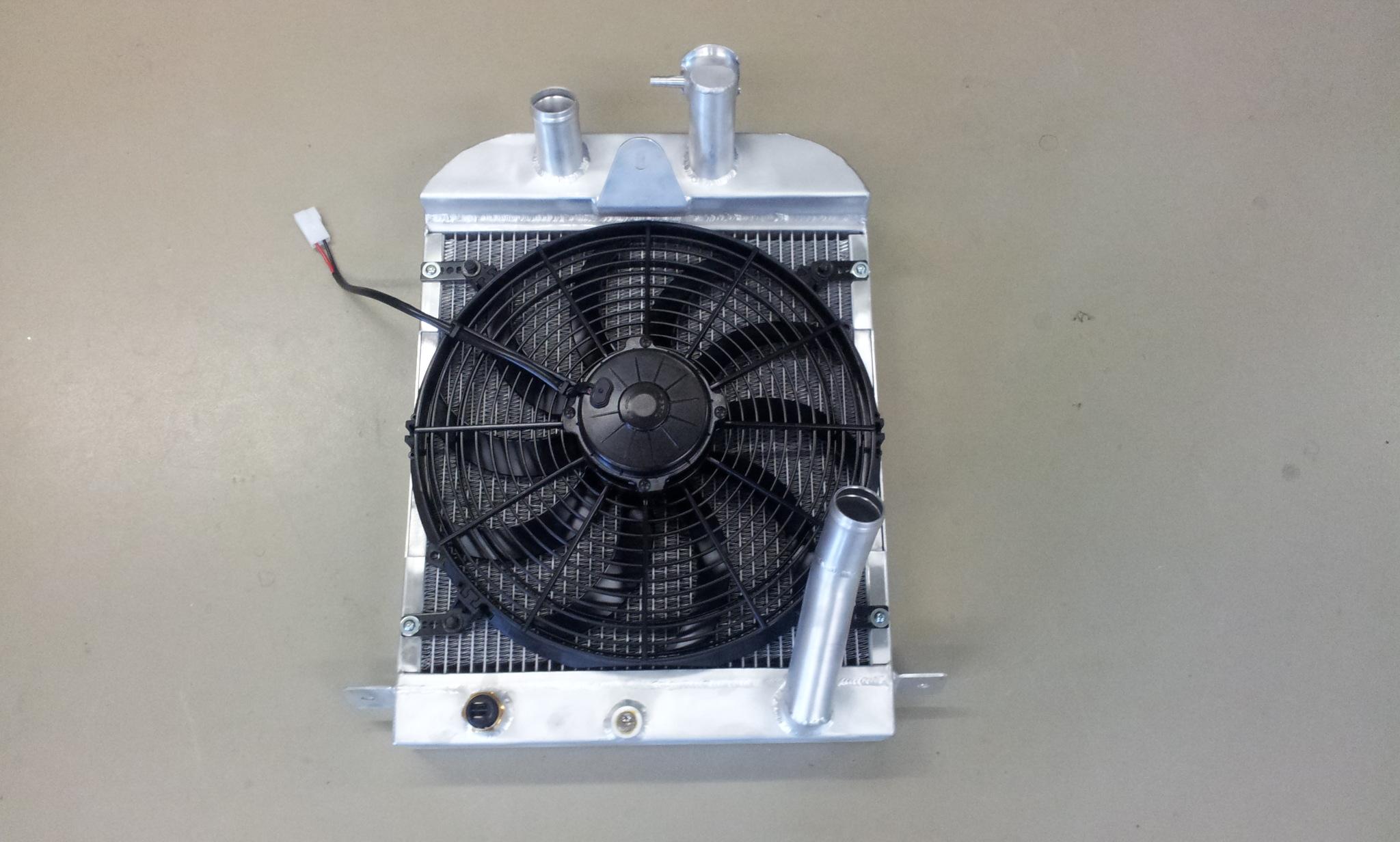 Radiateur speciaal Morgan Sportscar incl ventilator.-0