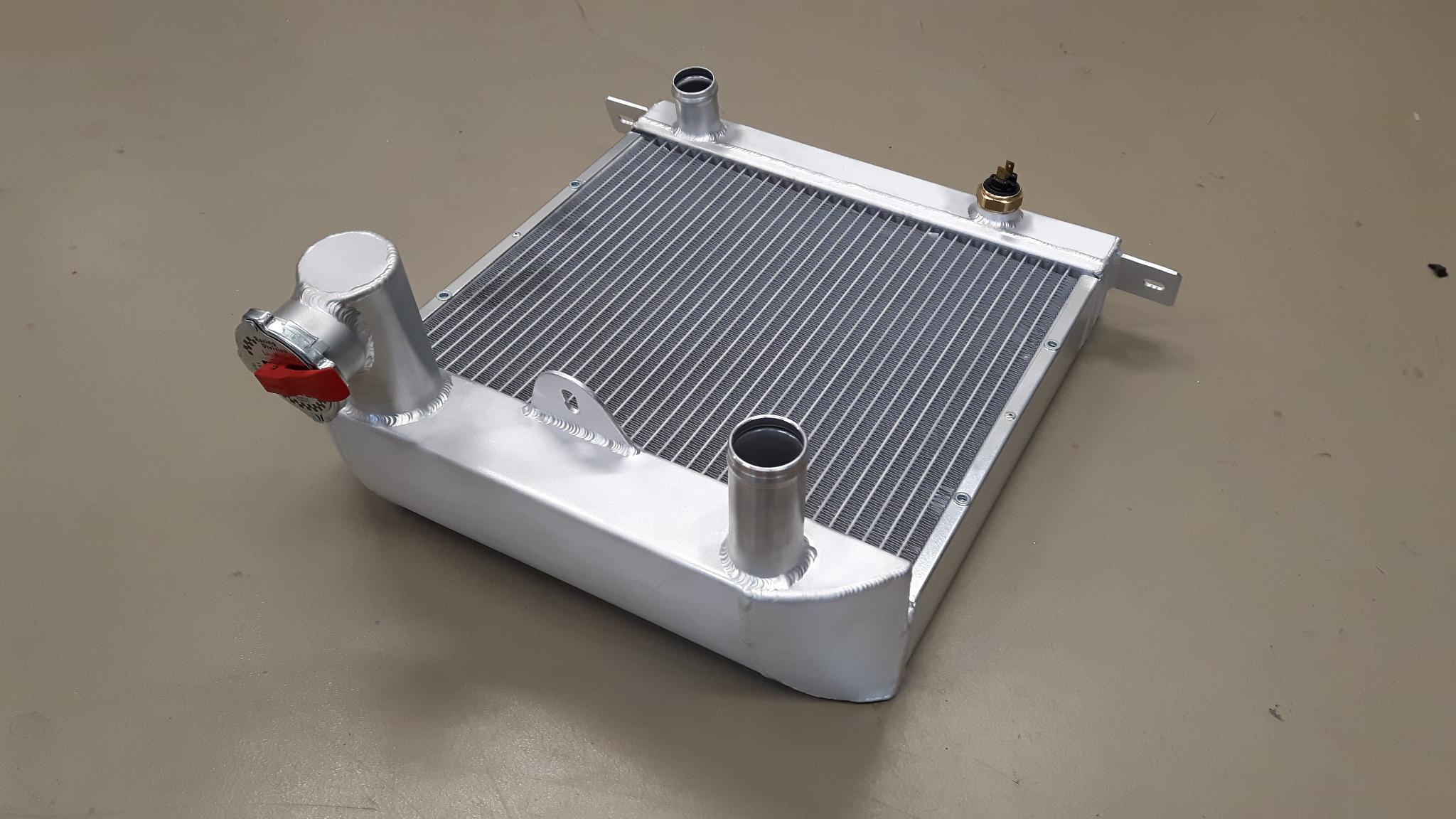 Radiateur speciaal Morgan Sportscar ( fiat motor) !!!!-0