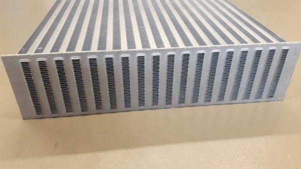 PWR intercooler blokken - lichtgewicht - interne turbulator - fin hoogte 8,1 mm-1719